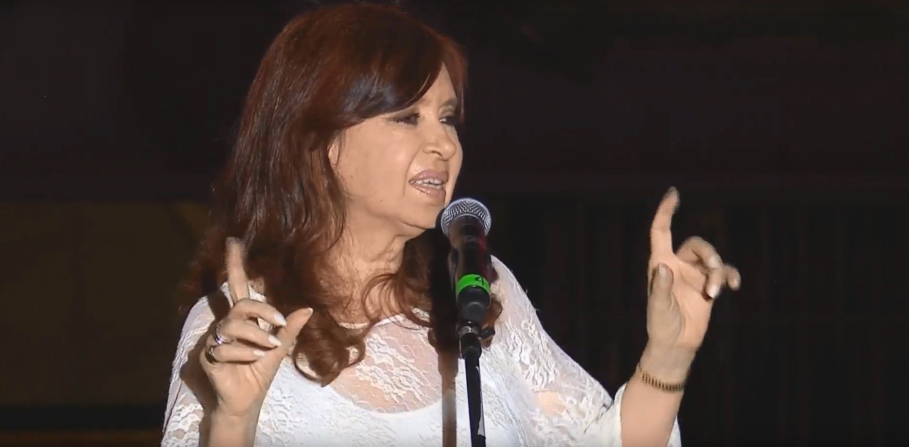 La vicepresidenta Cristina Kirchner habló en el escenario montado en Plaza de Mayo