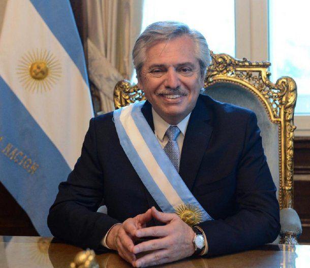 El presidente en su primera foto sentado en el sillón que usara su antecesor Julio Argentino Roca