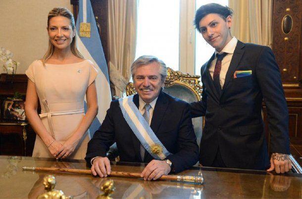 Fabiola Yáñez y Estanislao Fernández Lucchetti flanquean al Presidente