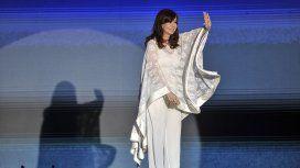 La vicepresidenta Cristina Kirchner habló en el escenario ante una multitud en Plaza de Mayo