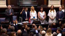 Como en el Congreso, la Marcha Peronista retumbó en la asunción de Kicillof en La Plata