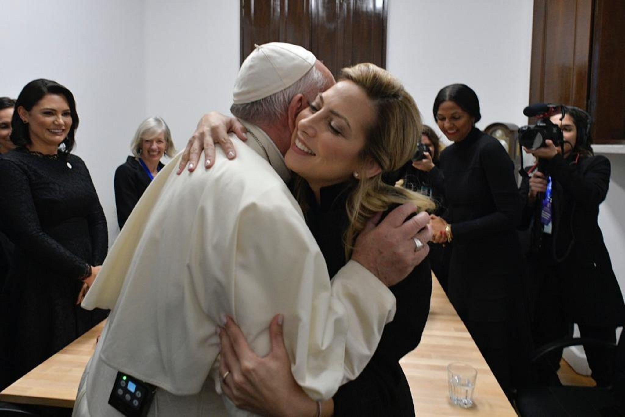 Fabiola Yáñez se reunió con el papa Francisco y le regaló el cáliz usado en la misa de Luján