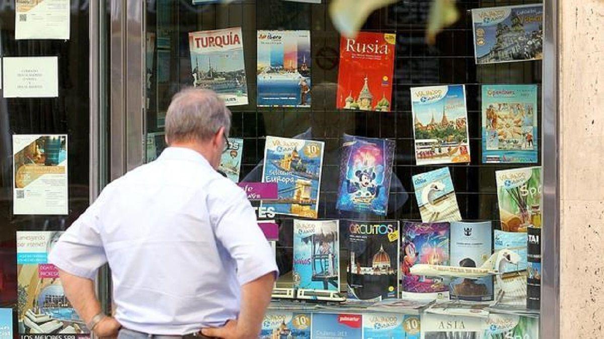¿Cuándo empieza a aplicarse el impuesto del 30% al dólar turista y para ahorro?