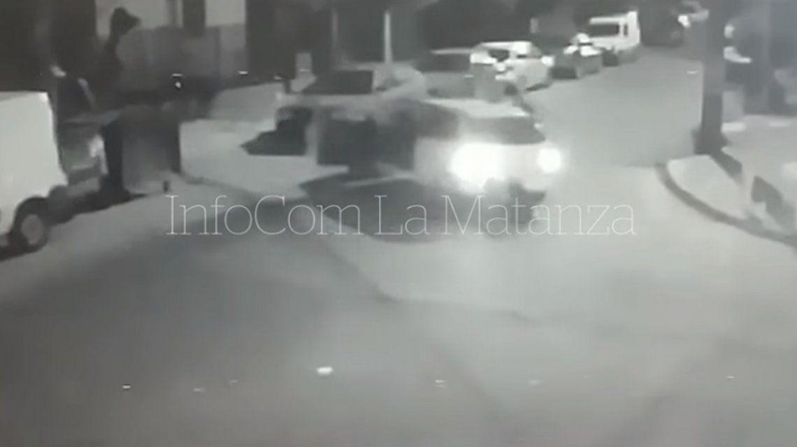 La Matanza: delincuentes le robaron el auto a una mujer y la atropellaron