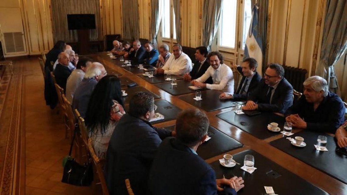 El Gobierno acordó con la CGT y las CTA el pago de un bono para los trabajadores privados en enero