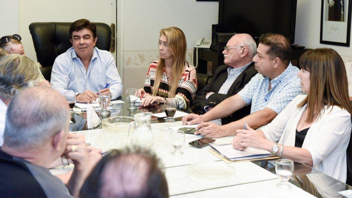 Emergencia social: Espinoza encabezó la primera reunión de gabinete para ejecutar medidas