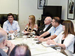 emergencia social: espinoza encabezo la primera reunion de gabinete para ejecutar medidas