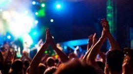 Escándalo en Brasil: una fan le practicó sexo oral a un cantante en pleno show
