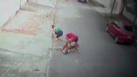 Un joven salvó a un nene del ataque de un pitbull y se volvió viral