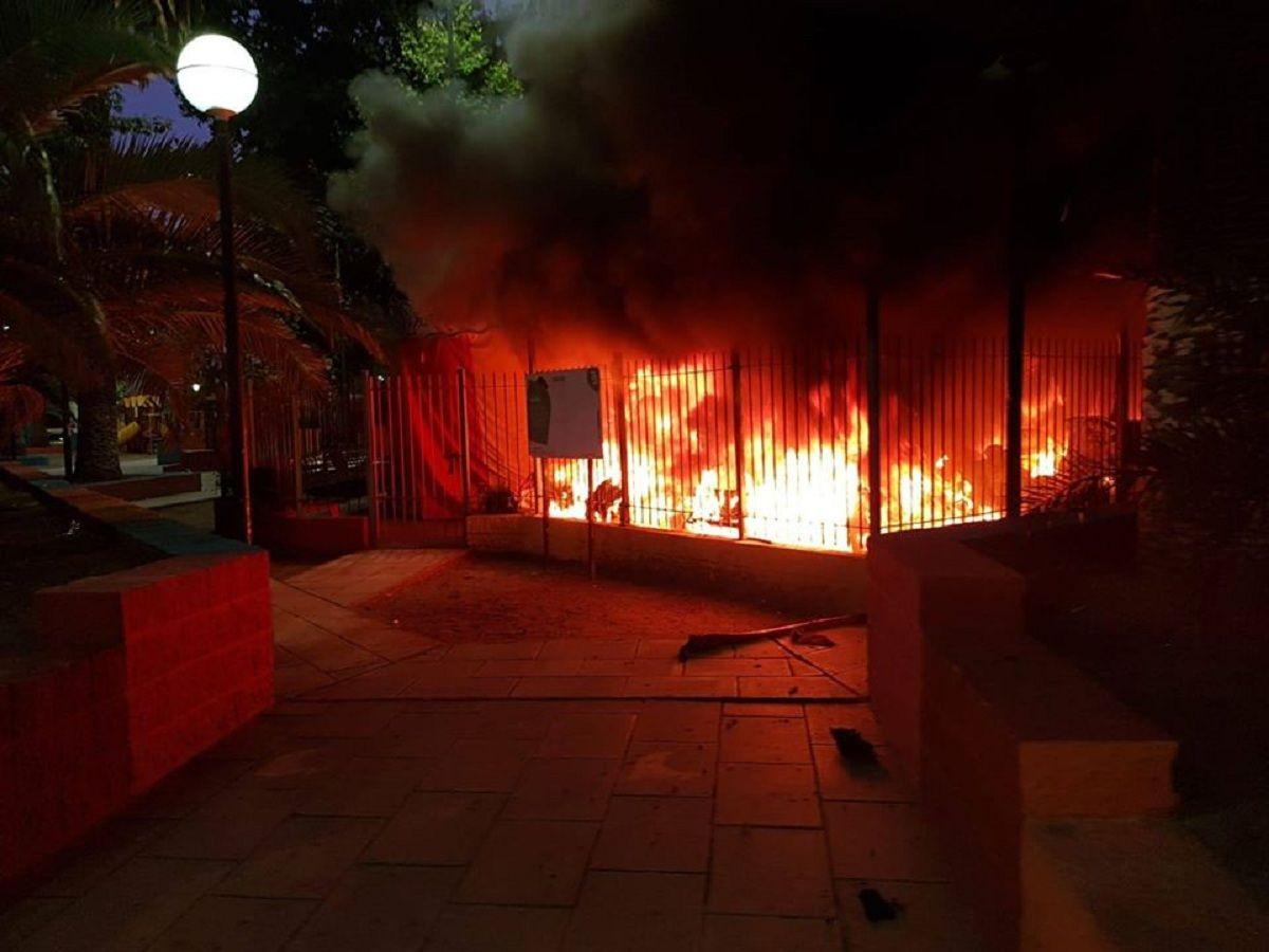 Incendiaron una calesita en Valentín Alsina: Fue al azar, pensaron vamos a molestar un poco con algo