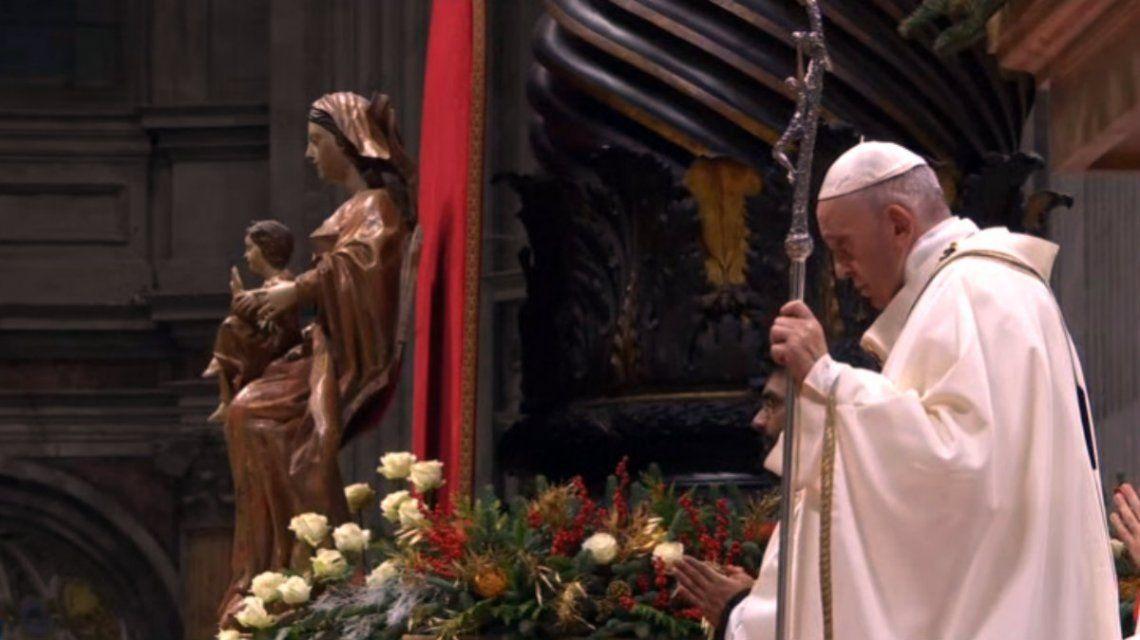 El Papa oficia la Misa de Gallo en la Basílica de San Pedro en el Vaticano