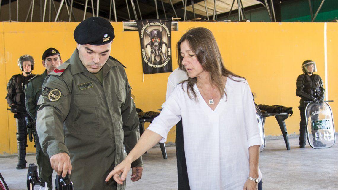Sabina Frederic con personal de Gendarmería