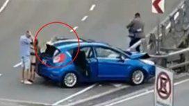 Un auto chocó en la 25 de Mayo y el conductor descartó una pistola