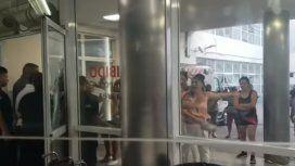 VIDEO: A las piñas en una guardia de un hospital en Tucumán