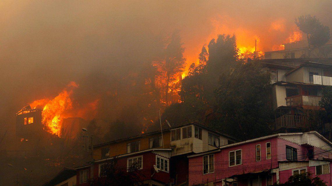 Devastadores incendios en Chile: Alguien quiere ver destruido Valparaíso