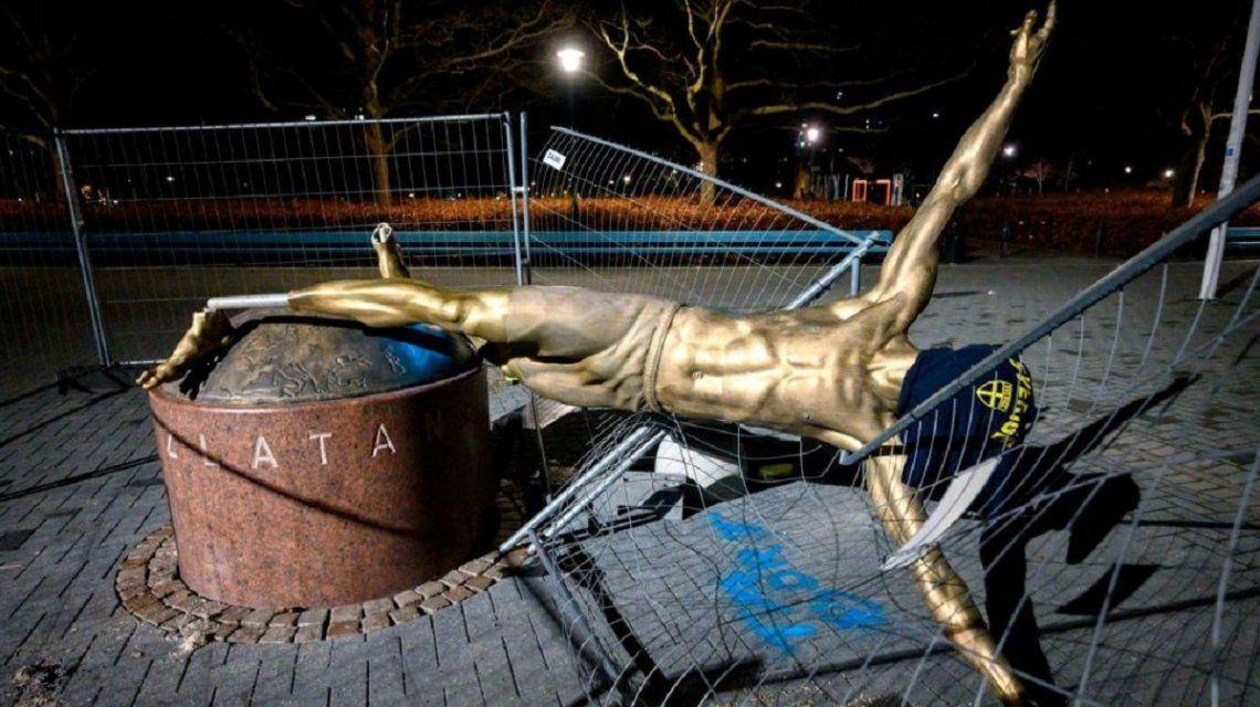 Tiraron la estatua de Zlatan Ibrahimovic