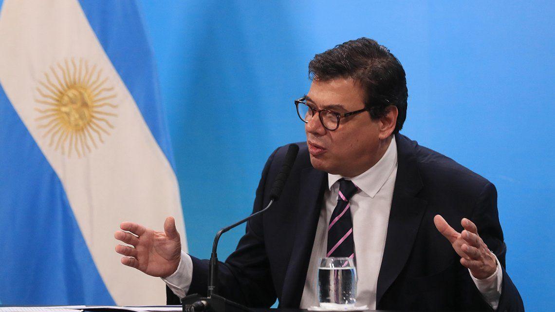El Gobierno afirmó que el aumento para los estatales será muy parecido al del sector privado