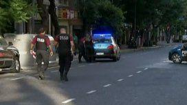 Atropelló, mató a un hombre y escapó en un taxi: hay dos detenidos