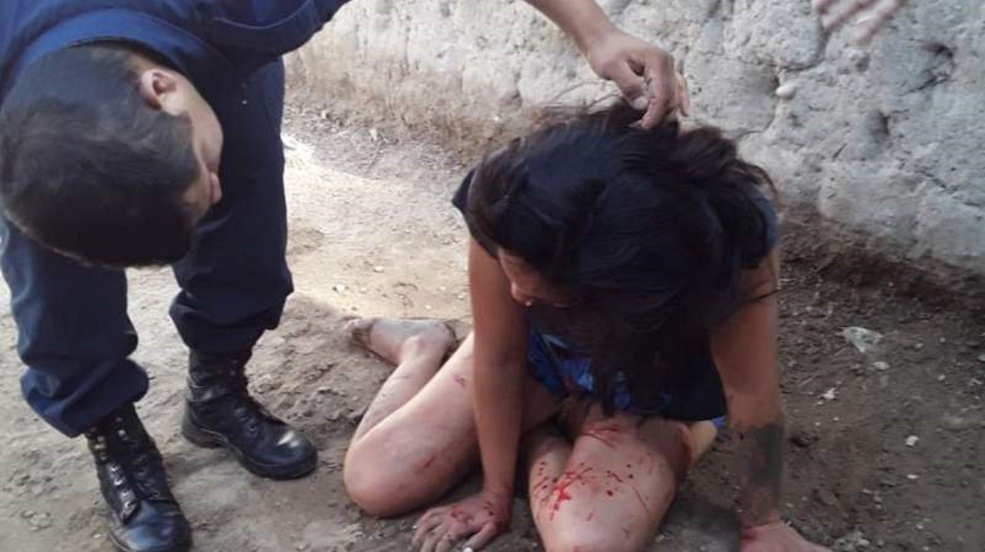 La mujer fue golpeada por su pareja delante de sus hijos