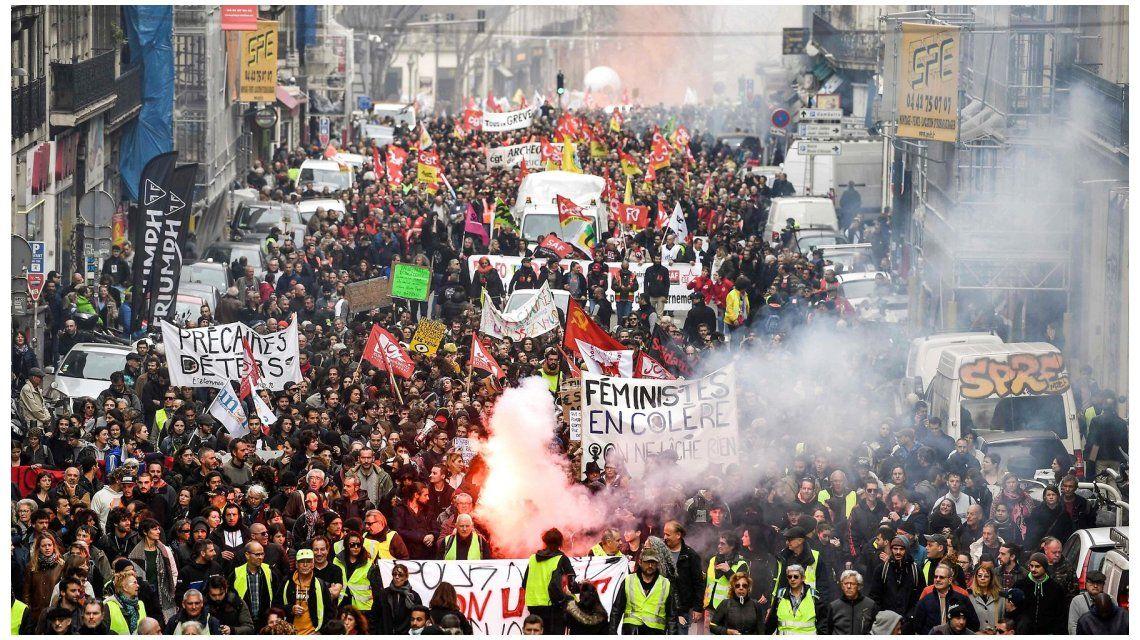 Marcha atrás en Francia: por las protestas, el gobierno mantiene la edad jubilatoria