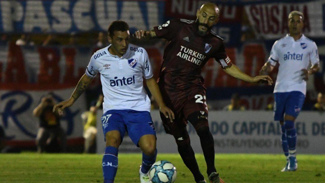 River la pasó mal con Nacional en Uruguay, logró empatar pero luego perdió en los penales