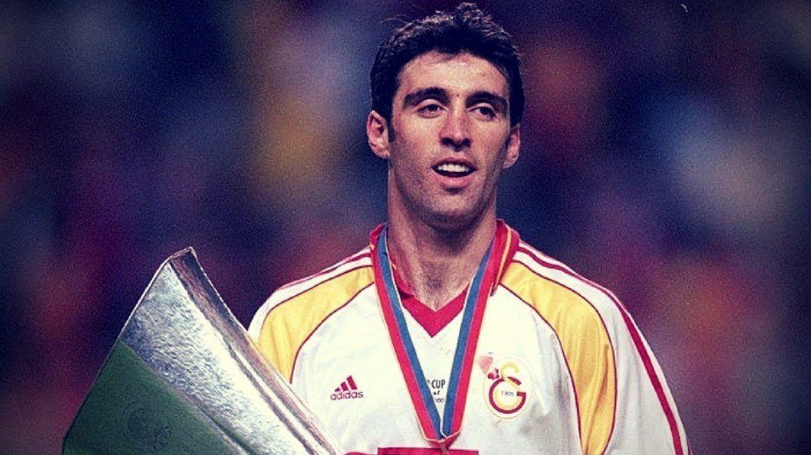 Hizo el gol más rápido de los mundiales, huyó de su país y maneja un remís en el exilio