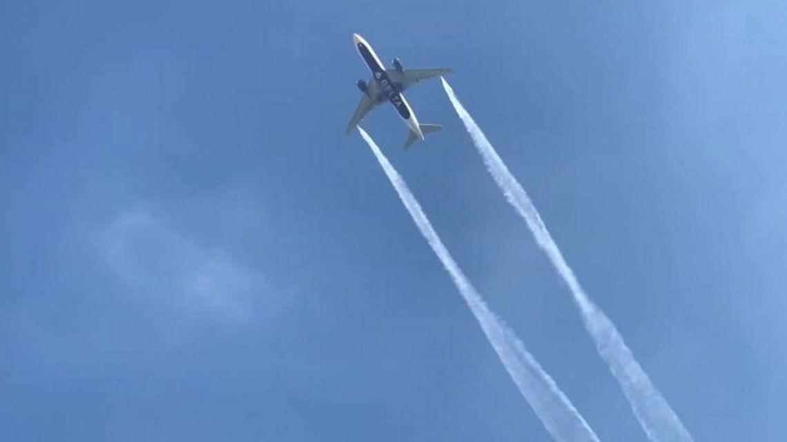 Un avión liberó combustible sobre una escuela en un aterrizaje de emergencia: al menos 60 heridos