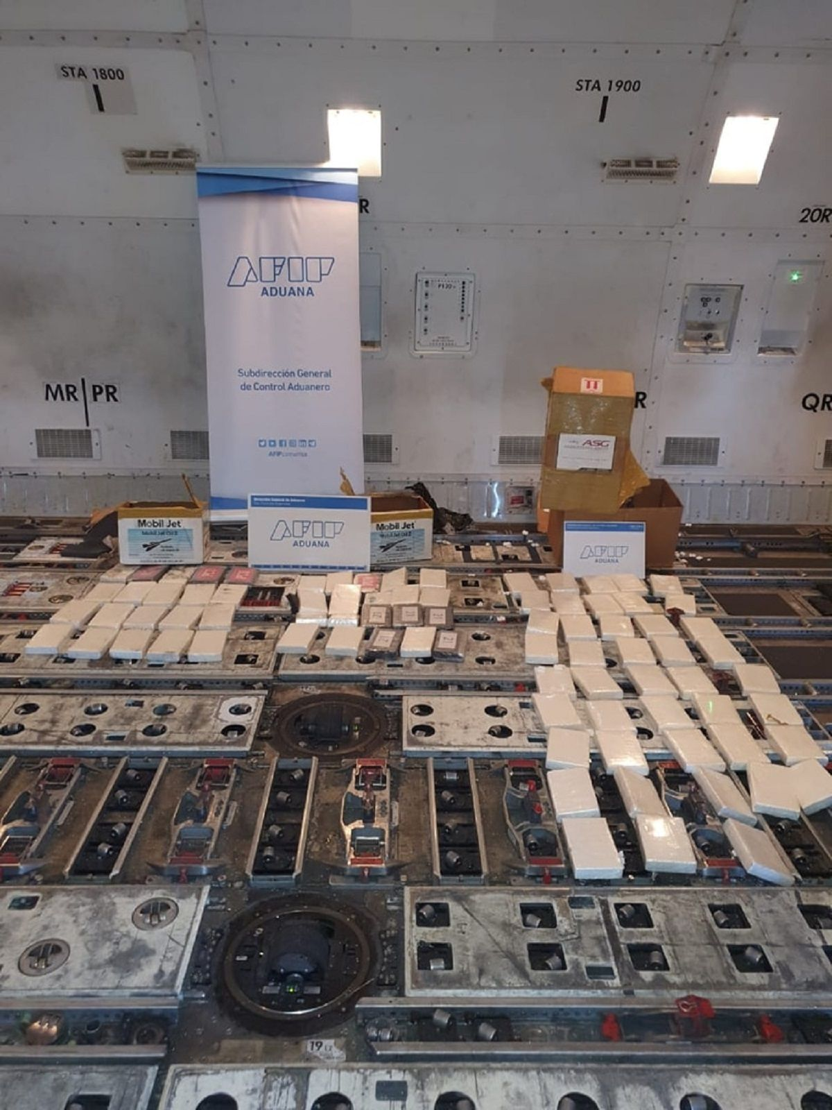 Secuestraron 84 kilos de cocaína en Ezeiza listos para despegar hacia Amsterdam