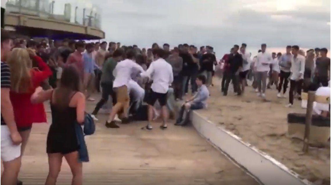 VIDEO: Brutal batalla campal a la salida de un boliche en Mar del Plata