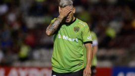 Suspendieron por un año a un argentino por darle una cachetada al árbitro en el fútbol mexicano