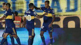 Tevez saluda a Villa, autor del primer gol (Foto: @BocaJrsOficial)