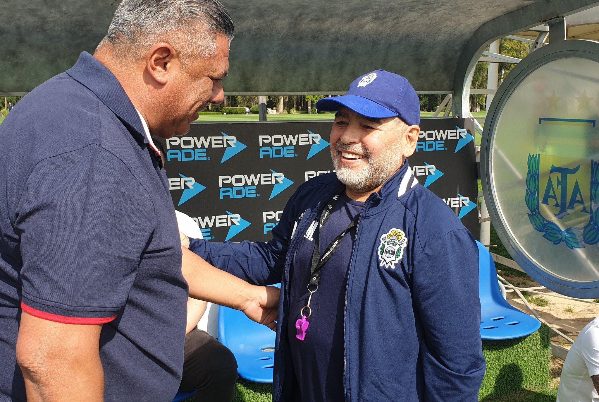 El encuentro entre Maradona y Tapia en Ezeiza