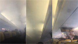 VIDEO: Pánico en un avión porque la cabina se llenó de humo en pleno vuelo