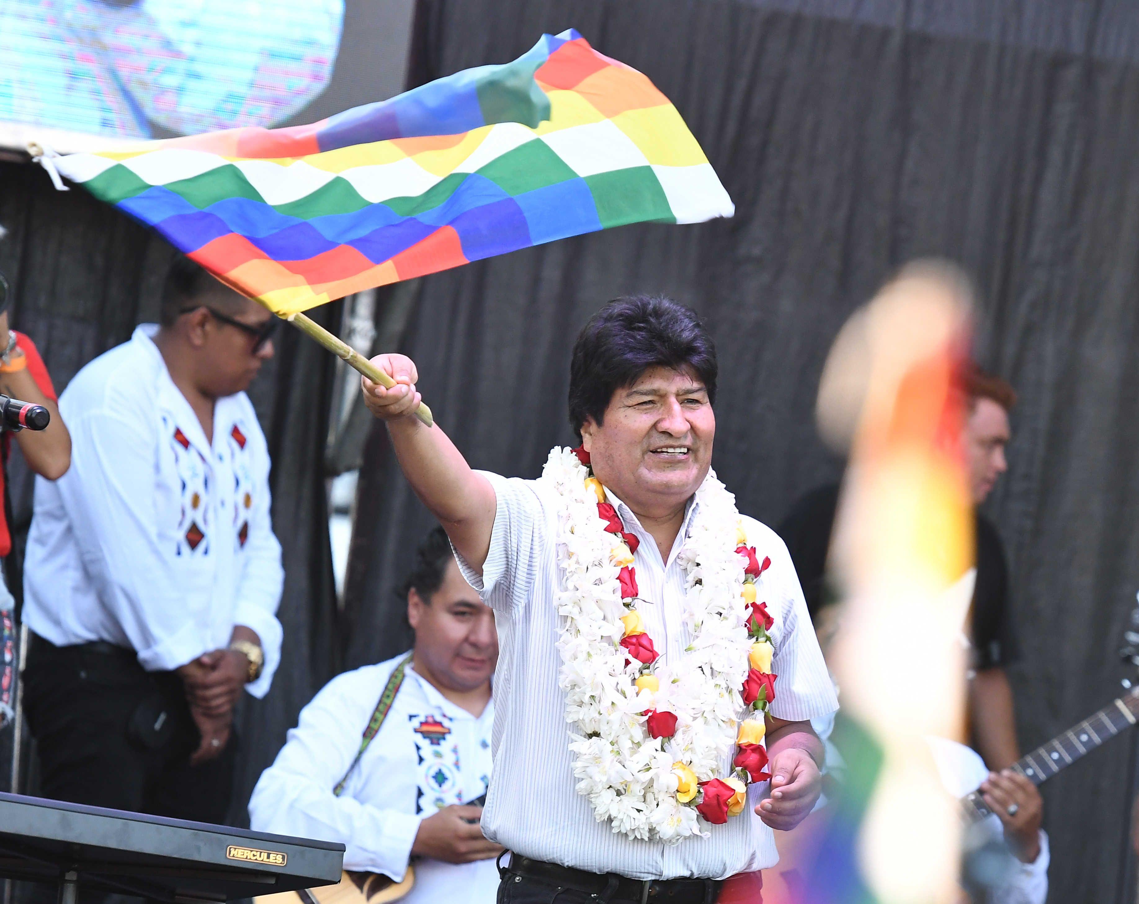 Evo Morales reivindicó sus 14 años de mandato con un acto masivo en Deportivo Español