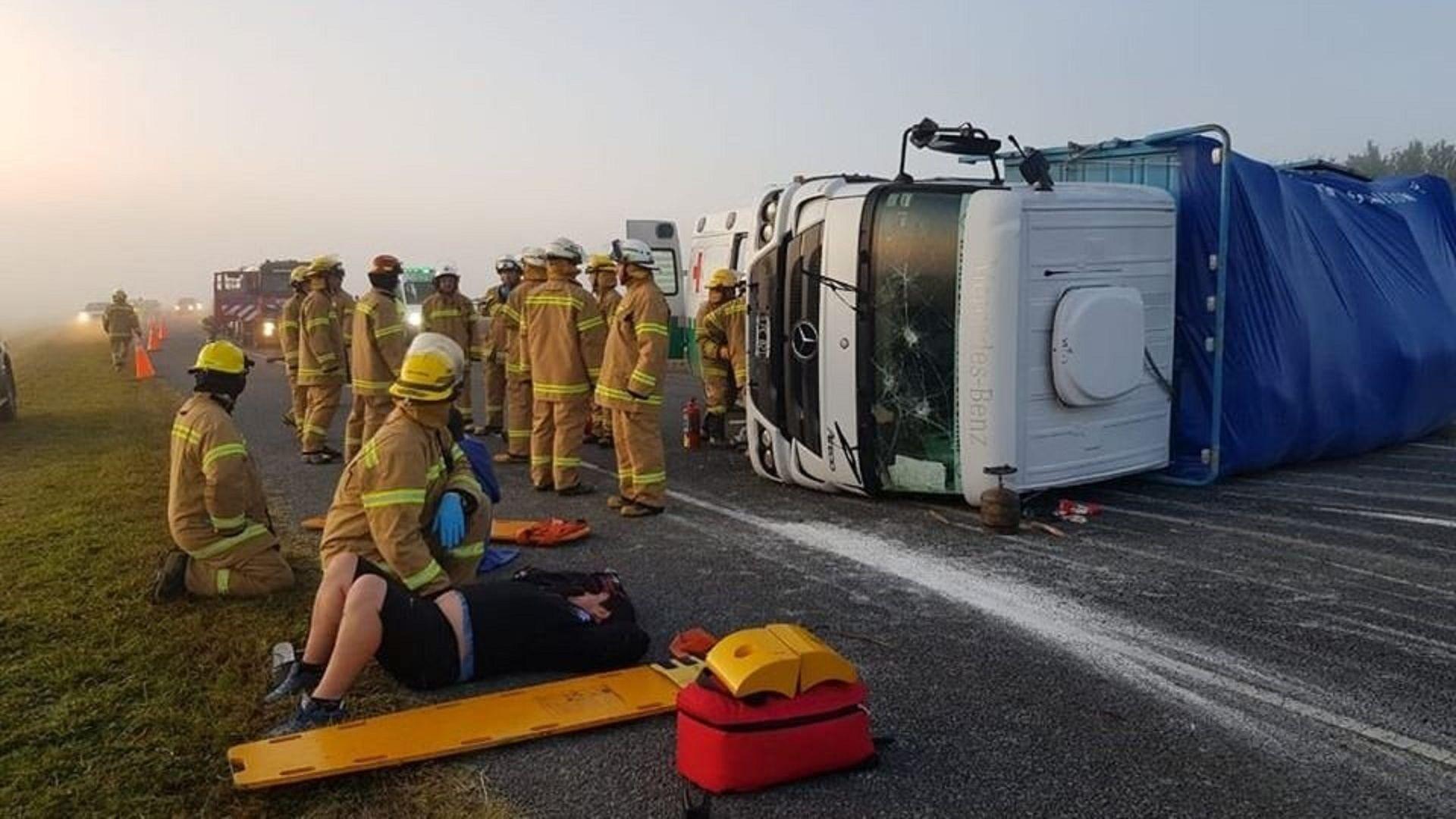 Impactó contra un toro y provocó un triple choque en autovía 2. Foto: 02265.com.ar