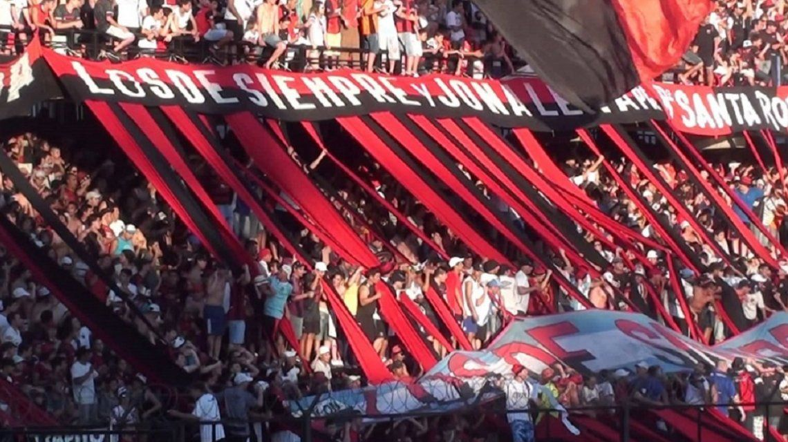 Barras apretaron al plantel de Colón antes de la reanudación de la Superliga