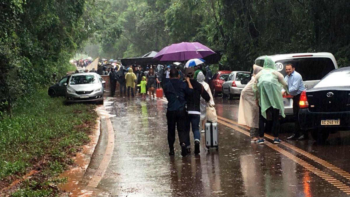 Piquete en el aeropuerto de Iguazú por protesta de ex empleados