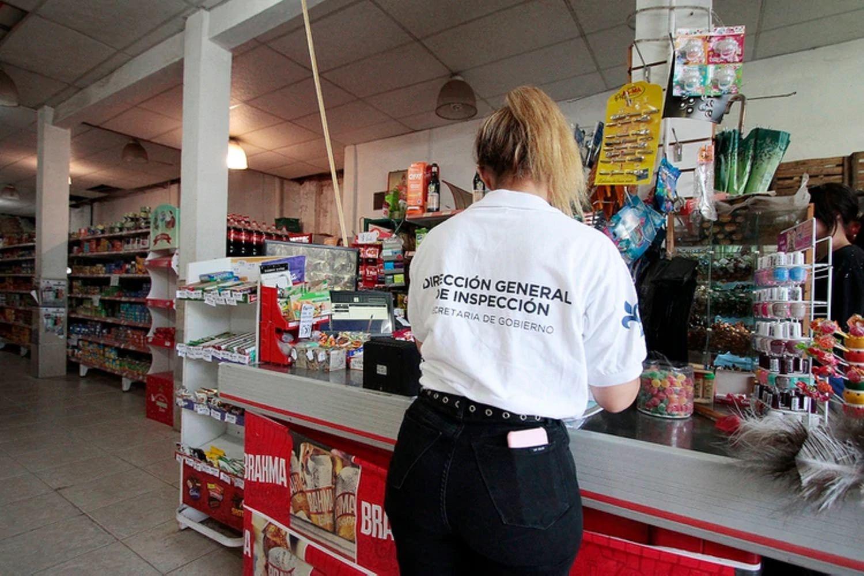 Clausuraron un supermercado por cobrar un recargo del 10% en compras con la Tarjeta Alimentar