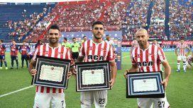 Cauteruccio,Kalinski y Mascherano fueron homenajeados en la previa de Estudiantes-San Lorenzo. Foto: Prensa San Lorenzo