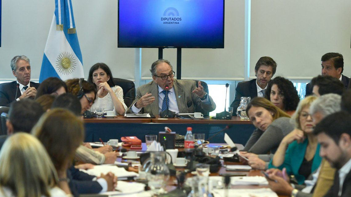 Diputados ya debate en comisiones el proyecto de ley para reperfilar la deuda