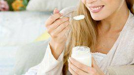 Bacterias para prevenir enfermedades: la importancia de comer yogur