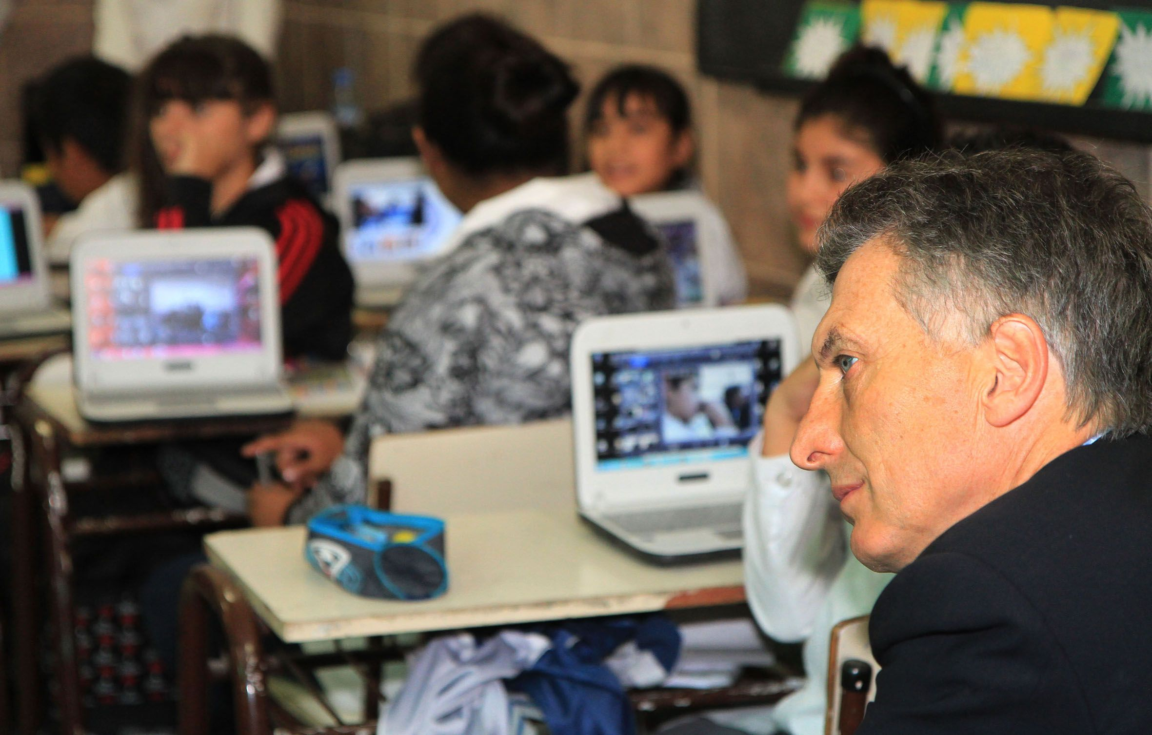 Encontraron 100 mil netbooks: el día que Macri se mostró en contra de entregar computadoras a chicos en edad escolar