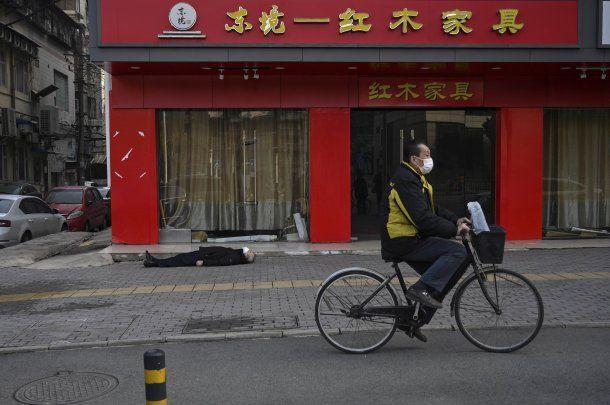 Postal de la ciudad china de Wuhan al inicio de la pandemia de coronavirus Covid-19