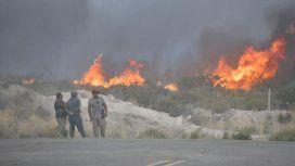 Voraz incendio en Puerto Madryn: piden evacuar la zona