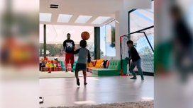El nuevo video de Messi jugando al fútbol con sus tres hijos