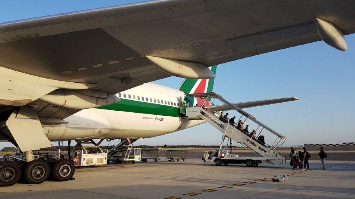 Murió en pleno vuelo un pasajero de un avión de Alitalia que venía a Buenos Aires