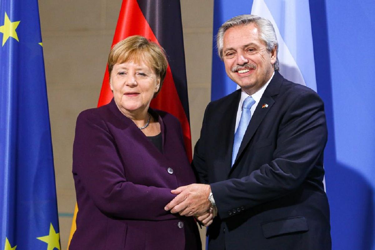 Alberto Fernández se reunió con Merkel, quien prometió ayudar con la negociación de la deuda