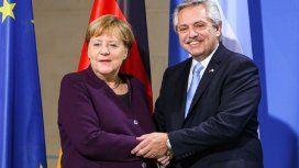 Alberto se reunió con Merkel, quien prometió ayudar con la negociación de la deuda