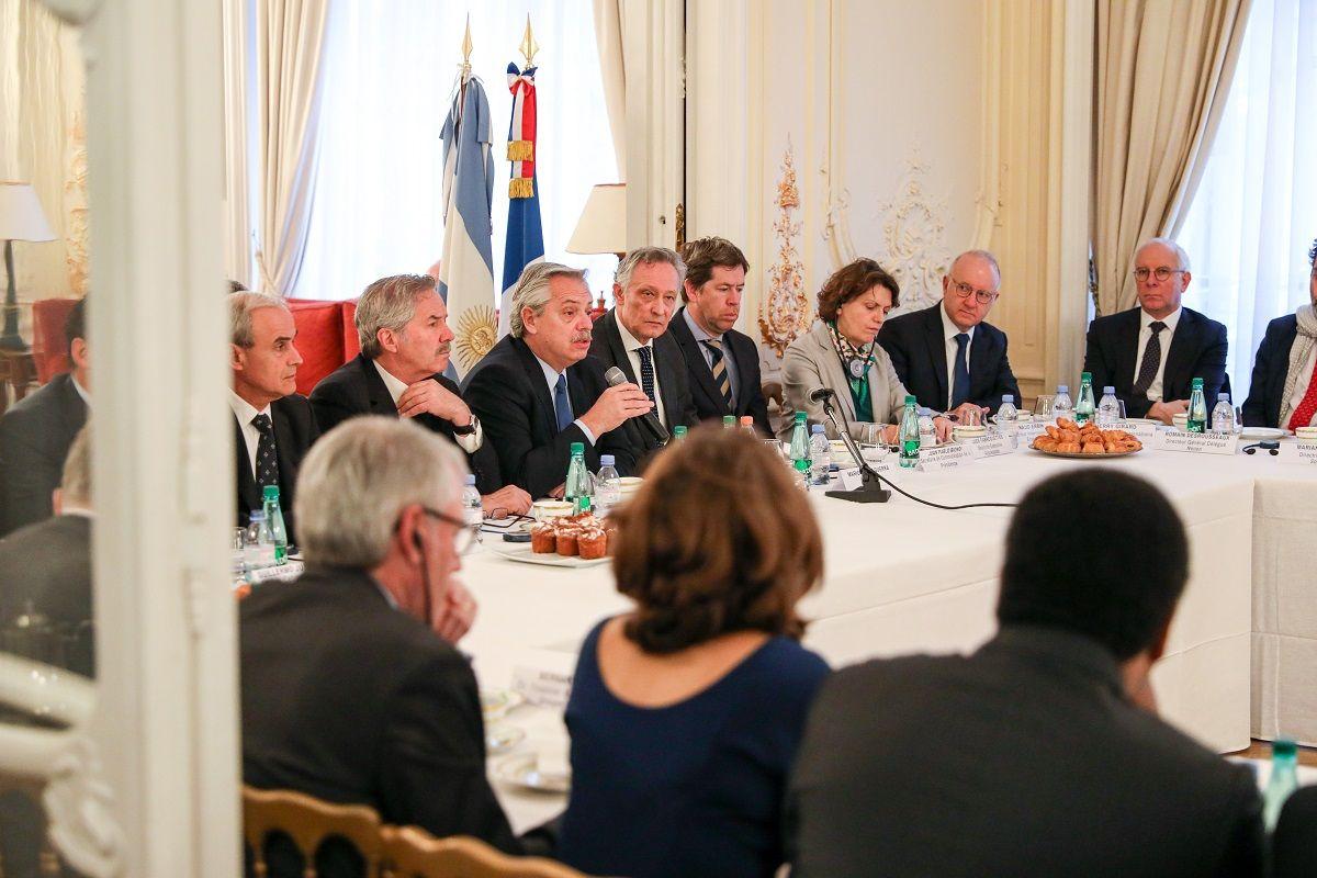 Alberto Fernández cierra su gira europea en busca de apoyo para renegociar la deuda con el FMI