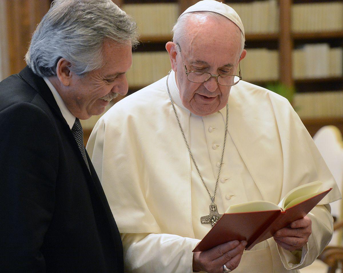 Alberto Fernández: Tenemos a Messi, a Diego, al Papa, pero también 40% de pobres